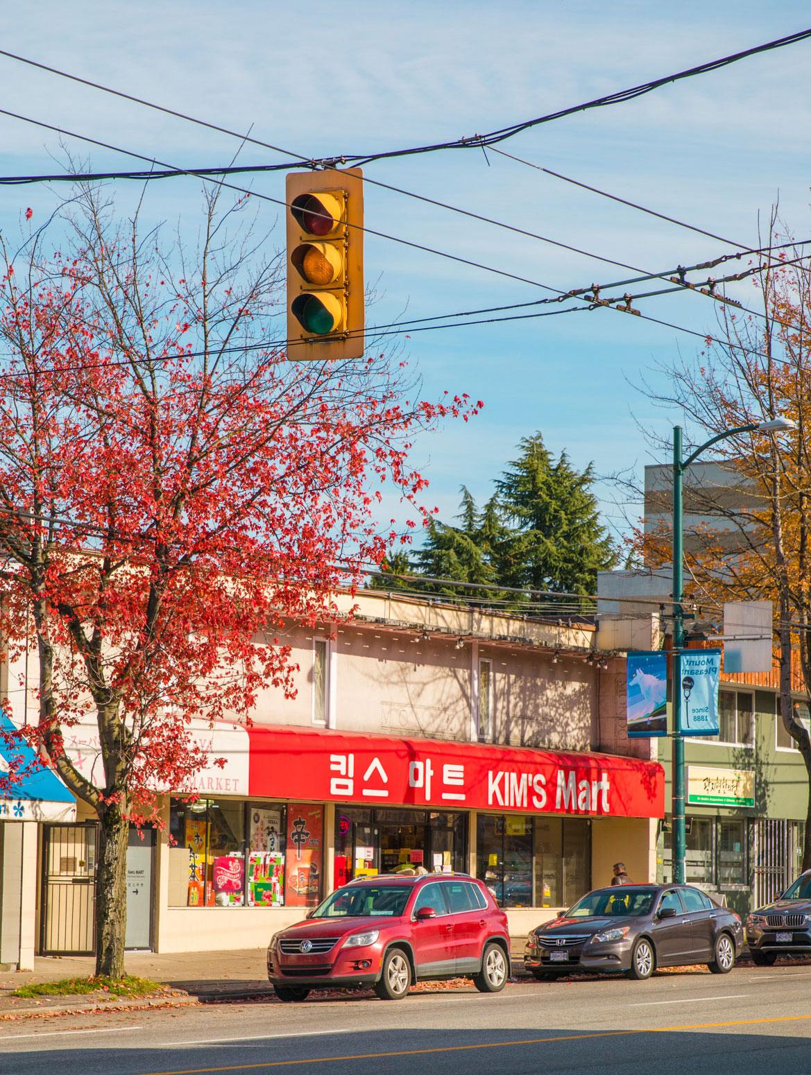 Kim's Market from across the street on Broadway