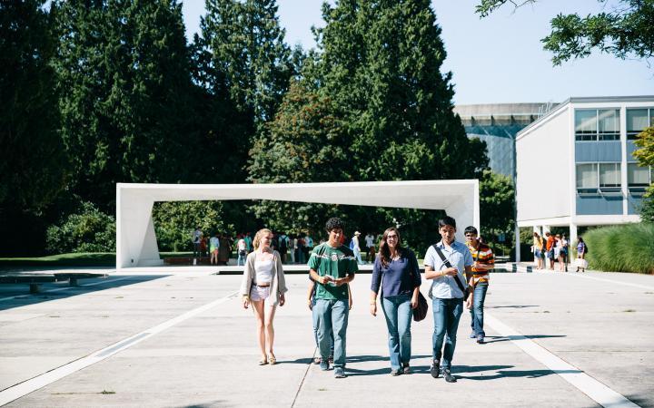 Jump Start participants walking around campus