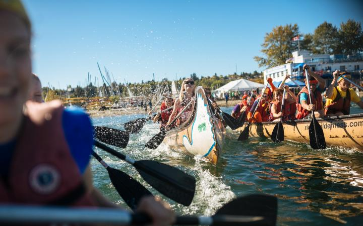 Participants paddling at day of the LongBoat