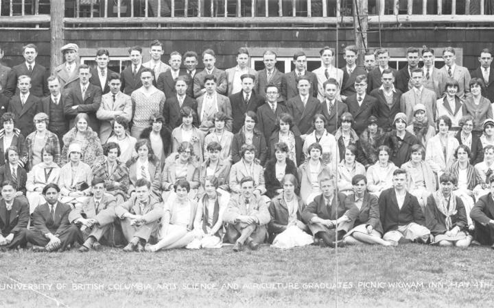 Arts, Science and Agriculture graduates at picnic, 1929