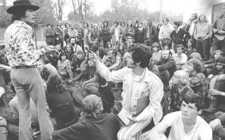 Jerry Rubin speaks to students, 1968